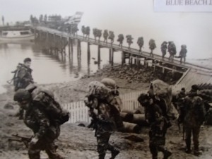 Falklands - soldiers arriving at San Carlos
